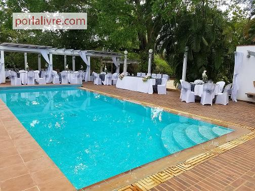 Viviendas renta por horas d as un bello espacio con for Casas con piscina en sevilla para alquilar
